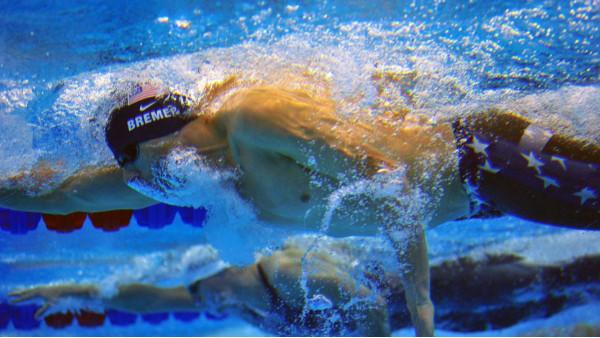 游泳馆为什么要用泳池专用除湿机?