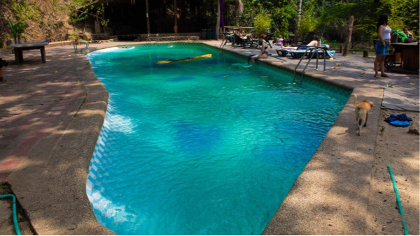 游泳池投资要多少钱?一套泳池设备贵吗