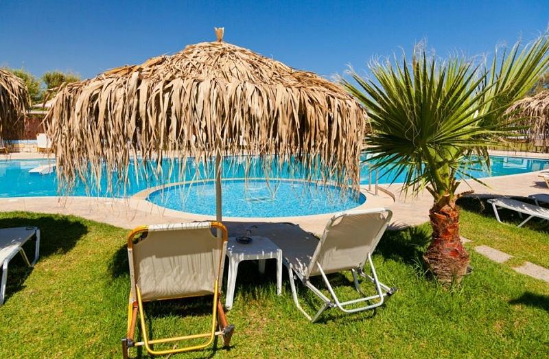 别墅建一个游泳池大概多少钱