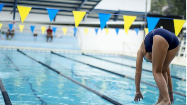 夏季是游泳的好季节!经常游泳对健康有哪些好处