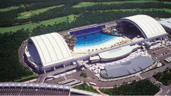 世界上最大的室内泳池——海洋巨蛋